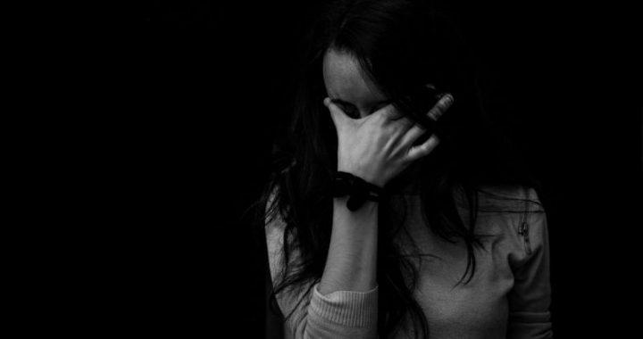 donna disperata per maltrattamenti in famiglia