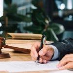 scrivania nello studio legale tributario Caserta